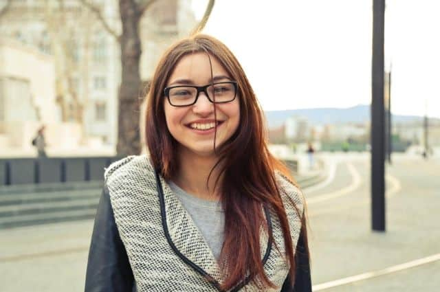 teach daughter inner beauty - image of teen girl outdoors